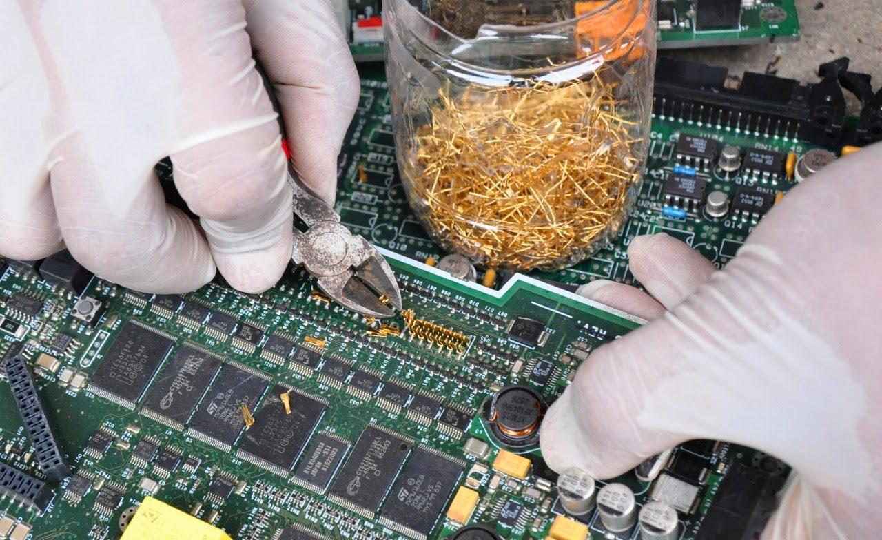 جدا کردن قطعات در بازیافت الکترونیکی