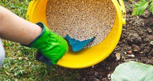 استفاده از کود برای بارور کردن خاک