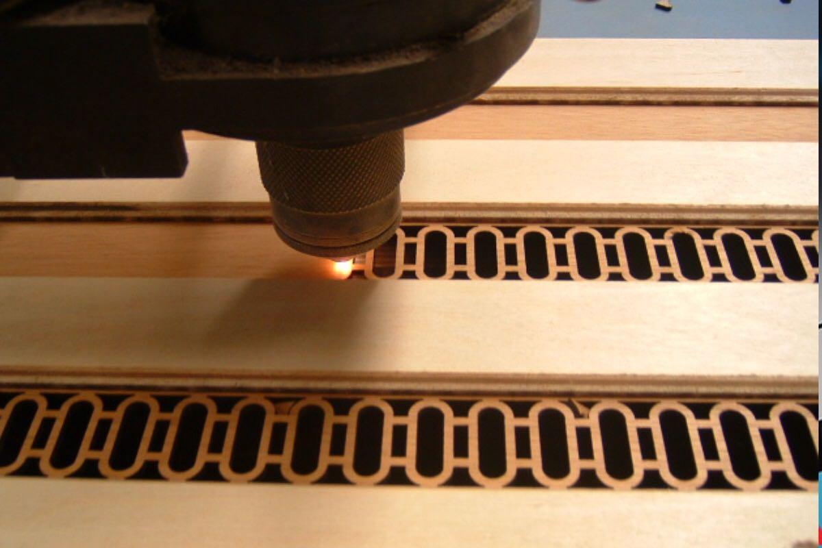 برش قطعات فلزی با کیفیت بالا