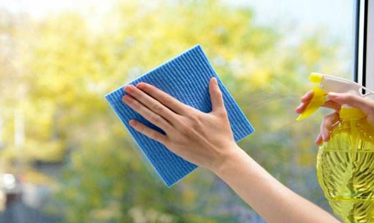 شیشه پاک کن ماده شیمیایی خطرناک در خانه